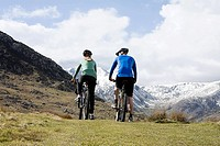 Rea view of a couple cycling