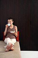 Woman drinking a cup of tea (thumbnail)