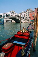 Italy _ Venice _ Rialto Bridge _ gondola