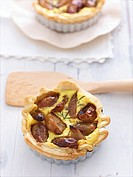 Small quiche with caramelised shallots