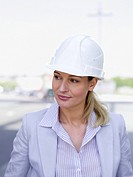 Germany, Baden_Württemberg, Stuttgart, Businesswoman with hard hat, portrait