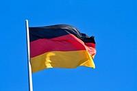 Vom Winde wehende Fahne