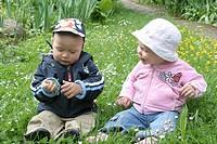 Kinder auf der Blumenwiese9