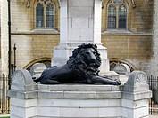 Löwe aus Bronze