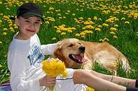 Kind mit dem Hund