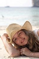 junge frau auf thailändischem strand