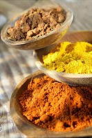 SPICE From the back to the front : cinnamon, turmeric and hot pepper.