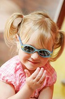 PHOTOPHOBIA IN A CHILD Model. 3_year_old girl.