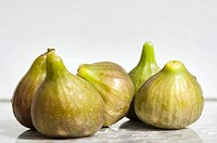 Five fresh figs