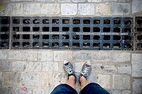 Feet and grate