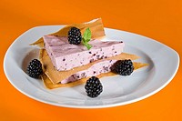 Crackling cake and a mousse of mulberry _ Dietetic menu