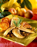 Chicken aiguillettes with apricots