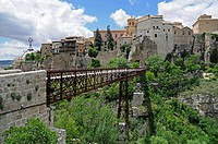 Bridge crossing the deep ravine to the hanging houses, las casas colgadas, UNESCO World Heritage Site, Cuenca, Castile_La Mancha, Spain, Europe