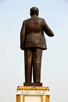 Communist statue of the leader of the revolutionary party and former president Kaysone, seen from behind, Kaysone Phomvihane Memorial Museum, Vientian...