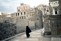 Cloaked woman, historic town centre, Sanaa, Yemen, Middle East