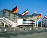 D-Essen, Ruhrgebiet, Nordrhein-Westfalen, NRW, Kulturhauptstadt 2010, Grugahalle, Mehrzweckhalle, internationale Flaggen, Fahnen im Wind, D-Essen, Ruh...