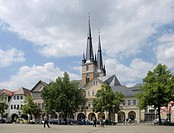 Markt, Market Square with linden trees and Johanniskirche Church, Saalfeld, Thuringia, Germany, Europe