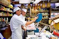 Salesman behind the counter, delicatessen shop Danesin, Treviso, Veneto, Italy, Europe