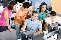 Students in computer room (thumbnail)