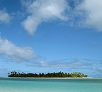 motu islet in lagoon, Cook islands