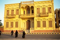 Building near Luxor Temple along Corniche road, Luxor, Thebes, Egypt, North Africa, Africa