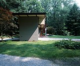 Penfield House, Willoughby, Ohio, 1953. Exterior from garden. Architect: Frank Lloyd Wright. In the early 1950s Louis Penfield, a high school art teac...
