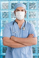 Male surgeon wearing a surgical mask (thumbnail)
