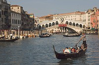 Gondolas on the Grand Canal at the Rialto Bridge, Venice, UNESCO World Heritage Site, Veneto, Italy, Europe