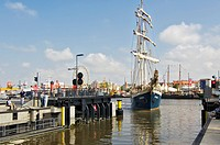 Three-master Antiqua entering the lock, Bremerhaven, Bremen, Germany