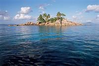 Ilet Saint Pierre St. Pierre Islet, Anse Volbert, island of Praslin, Seychelles, Indian Ocean, Africa