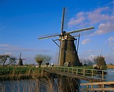 Canal and windmills, Kinderdijk, UNESCO World Heritage Site, Holland The Netherlands, Europe
