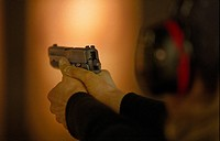 Skytte Med Pistol, Person Holding Pistol