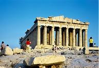 Akropolisklippan I Aten Med Parthenontemplet