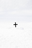 Close_up of cross on white background kors sticker upp ur snön