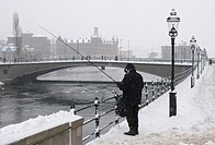 Man Står På Kajen Fiskar I Strömmen, Vinter, Stockholm, A Person Fishing On Bridge