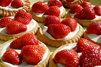 Little tartlets with fresh strawberries