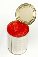 Open tin of tomatos