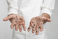 Soil on person´s hands mid section