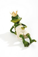 Figurine, frog wearing crown, relaxing