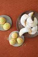 Filled almond balls & gazelle´s horns from the Middle East