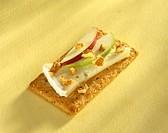 Cheese, Apple and Walnut Crisp Bread