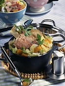Knuckle of pork and cabbage soup