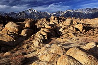 Lone Pine Peak, 12994, feet, Mt  Whitney, 14497, feet, highest peak of lower 48, sunrise, Alabama Hills, Sierra Nevada, Lone Pine, California, USA