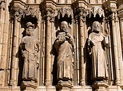 Sculptures, Gothic Door of the Apostles (14th century) of the church of Santa Maria la Mayor, Morella. Els Ports, Castellon province, Comunidad Valenc...