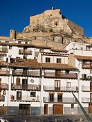 Houses in Plaça de l'Estudi and castle in background, Morella. Els Ports, Castellon province, Comunidad Valenciana, Spain