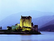 Great Britain, Scotland, Loch Duich, Eilean Donan Castle, Highlands, mountain scenery, lake, Island, castle, castle_ruin, ruin, palace, palace_ruin, c...