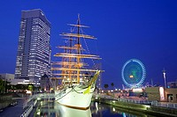 Nippon_Maru and Landmark Tower
