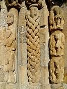 Columnas. Capela románica de Bravaes. Portugal