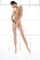 Nude woman standing (thumbnail)