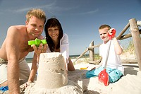 Family building sand castle (thumbnail)